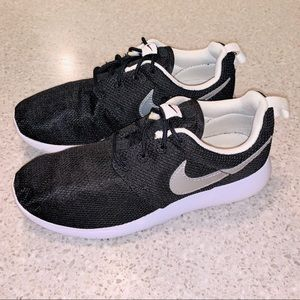 Nike Roshe One GS size 4Y